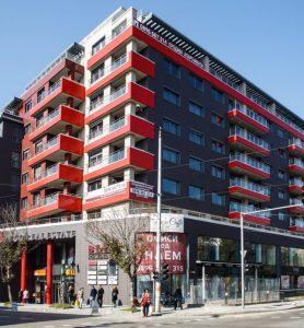 Tърговски център с офисни и жилищни площи